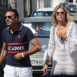Enrique Ponce y Ana Soria paseando por Almería