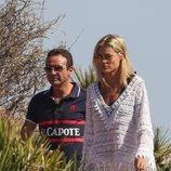 Enrique Ponce y Ana Soria en una playa de Almería durante sus vacaciones