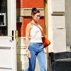 Bella Hadid en Nueva York en la recta final del embarazo de su hermana Gigi