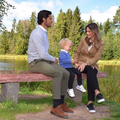 Gabriel de Suecia con Carlos Felipe de Suecia y Sofia Hellqvist en su primer acto oficial