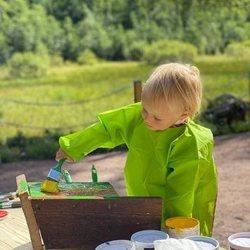 Gabriel de Suecia pintando en su primer acto oficial en Dalarna