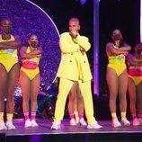 Maluma durante su actuación en los MTV VMA's 2020