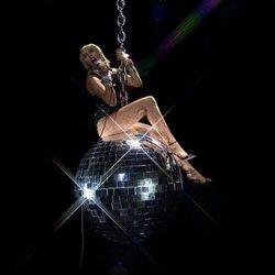 Miley Cyrus durante su actuación en los MTV VMA's 2020