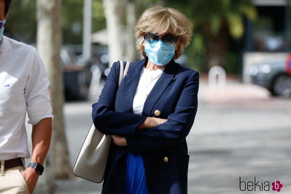 Mila Ximénez pasea por las calles de Madrid con amigos