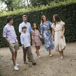 Federico y Mary de Dinamarca con sus hijos al final de sus vacaciones