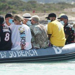 Neymar, junto a su hijo, su padre y varios amigos durante sus vacaciones en Ibiza