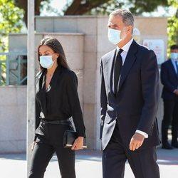 Los Reyes Felipe y Letizia llegan al funeral de Jaime Carvajal