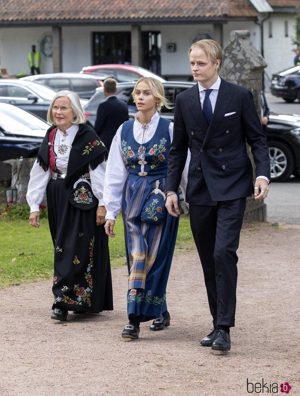 Marit Tjessem, Marius Borg y Juliane Snekkestad en la Confirmación de Sverre Magnus de Noruega