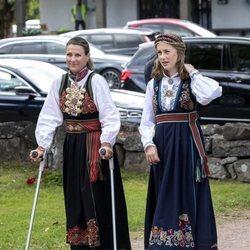 Marta Luisa de Noruega y Leah Behn en la Confirmación de Sverre Magnus de Noruega