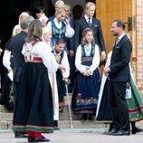 Haakon y Mette-Marit de Noruega, Marta Luisa de Noruega, Leah Behn, Marius Borg y Juliane Snekkestad en la Confirmación de Sverre Magnus de Noruega
