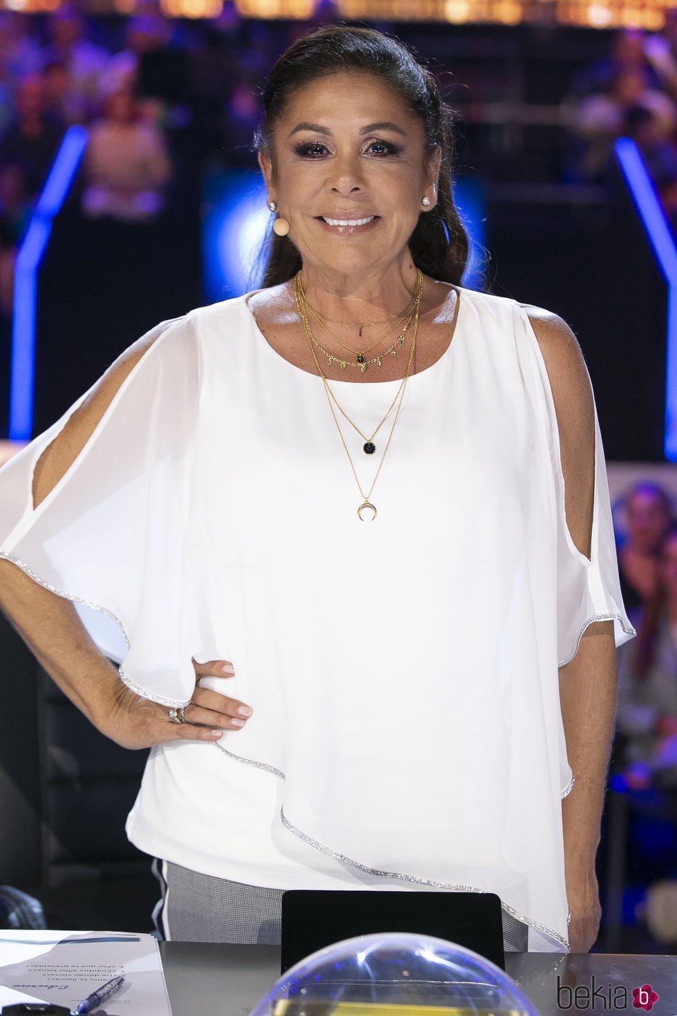 Isabel Pantoja posa durante el primer programa de 'Idol Kids'