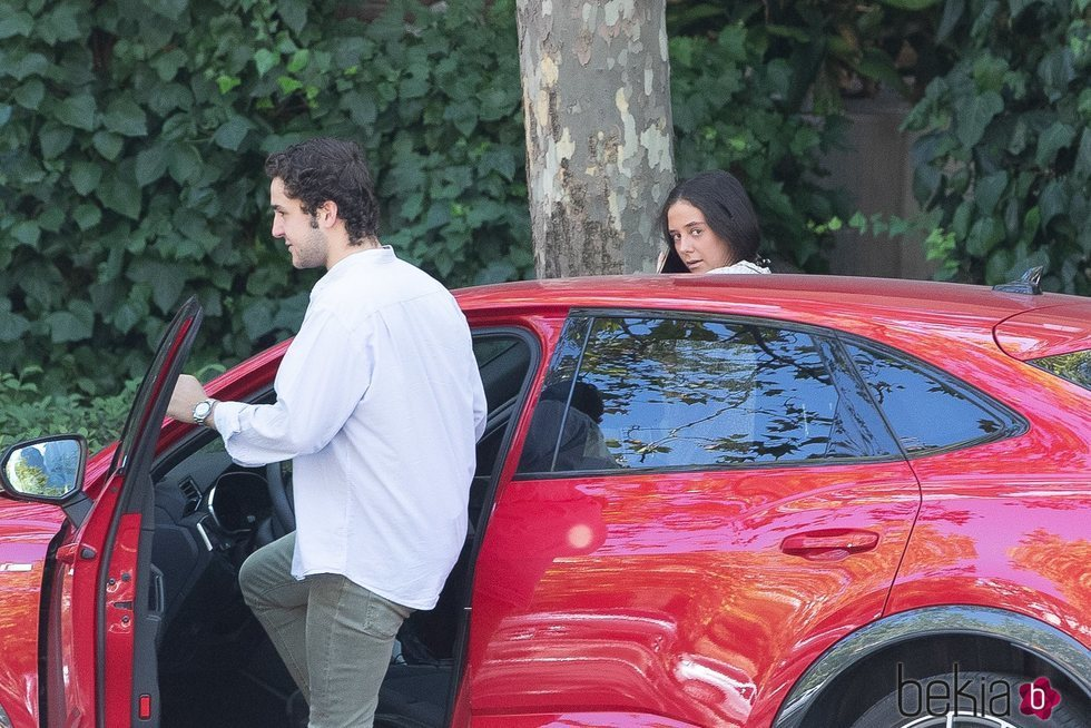 Victoria Federica se monta en el coche con Froilán en el día de su cumpleaños