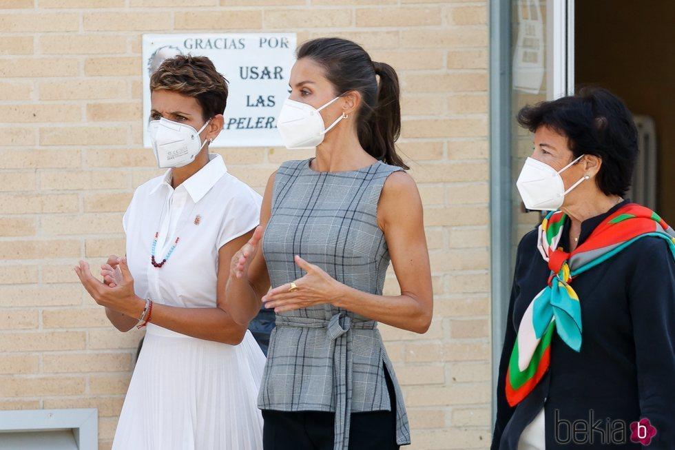 La Reina Letizia con María Chivite e Isabel Celaá en la apertura del Curso Escolar 2020/2021 en Navarra