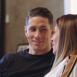 Fernando Torres con su mujer Olalla Domínguez en su documental 'El último símbolo'