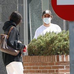 Froilán y Victoria Federica en la puerta de su universidad