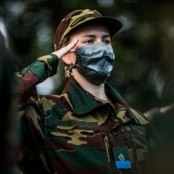 La Princesa Isabel de Bélgica, formando en su primer entrenamiento militar