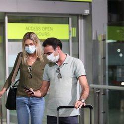Enrique Ponce y Ana Soria llegando a Madrid desde Nimes