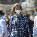 La Reina Sofía en Málaga para participar en una recogida de basura en la playa