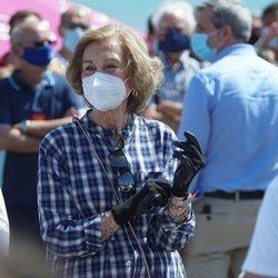 La Reina Sofía en una recogida de residuos en la playa de Málaga