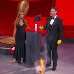 Jimmy Kimmel y Jennifer Aniston en la gala de entrega de los Premios Emmy 2020