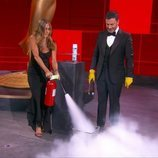 Jennifer Aniston apagando el fuego de Jimmy Kimmel en los Premios Emmy 2020