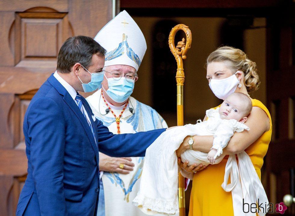 Carlos de Luxemburgo con sus padres y el Arzobispo de Luxemburgo en su bautizo