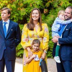 Luis de Luxemburgo, Félix y Claire de Luxemburgo con sus hijos Amalia y Liam de Luxemburgo en el bautizo de Carlos de Luxemburgo