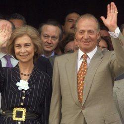 Los Reyes Juan Carlos y Sofía saludando en la Cumbre Iberoamericana de 1999 en Cuba