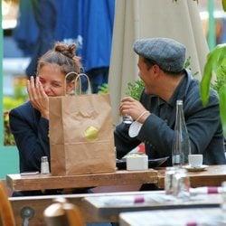 Katie Holmes y Emilio Vitolo, muy cómplices en Nueva York