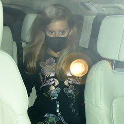 Beatriz de York montada en un coche tras salir de fiesta en Londres