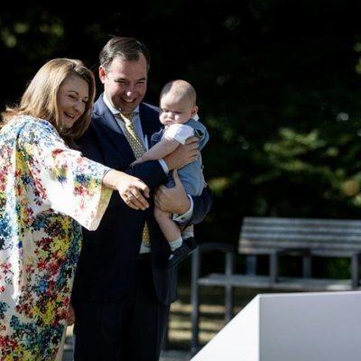 Carlos de Luxemburgo con Guillermo y Stéphanie de Luxemburgo en su primer acto oficial