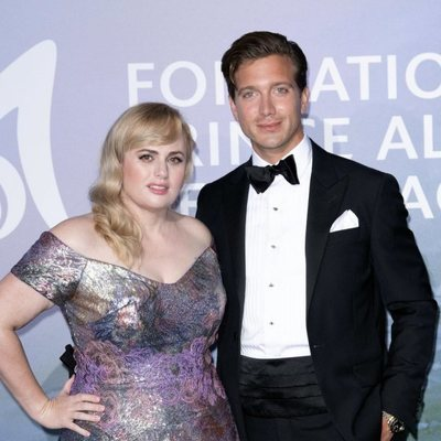 Rebel Wilson y su novio Jacob Busch en la gala para la Salud Planetaria de Montecarlo 2020