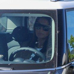 Paula Echevarría regresa a su casa tras ir de compras con una amiga