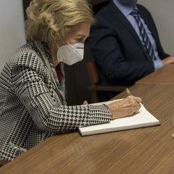 La Reina Sofía visitando un Banco de Alimentos de Albacete