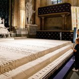 Estela y Oscar de Suecia en una exposición de alfombras