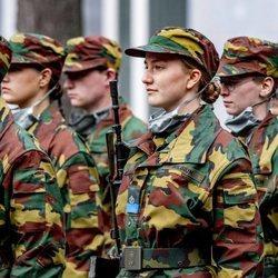 Isabel de Bélgica en su instrucción militar