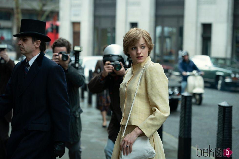 Emma Corrin como Lady Di en la cuarta temporada de 'The Crown'