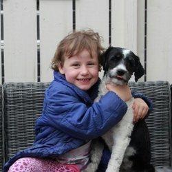 Emma Tallulah Behn con su perro