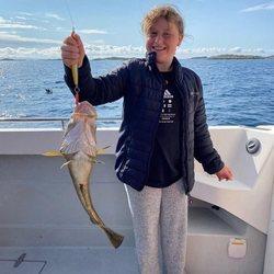 Emma Tallulah Behn tras haber pescado en sus vacaciones con la Familia Real Noruega en Lofoten