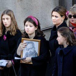 Marta Luisa de Noruega y sus hijas Maud Angelica, Leah Isadora y Emma Tallulah Behn en el funeral de Ari Behn