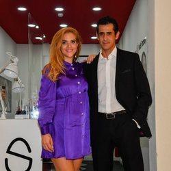 Beatriz Trapote inaugurando su nuevo centro de uñas junto a Víctor Janeiro