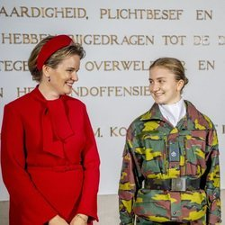Matilde de Bélgica e Isabel de Bélgica en la apertura del curso de la Real Academia Militar en Bruselas