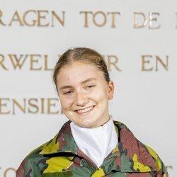 Isabel de Bélgica en la apertura del curso de la Real Academia Militar en Bruselas