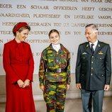 Felipe y Matilde de Bélgica con su hija Isabel de Bélgica en la apertura del curso de la Real Academia Militar de Bruselas