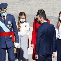 Los Reyes Felipe y Letizia, la Princesa Leonor y la Infanta Sofía con Pedro Sánchez en el Día de la Hispanidad 2020