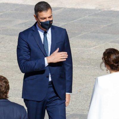 Pedro Sánchez saluda a Isabel Díaz Ayuso en el Día de la Hispanidad 2020