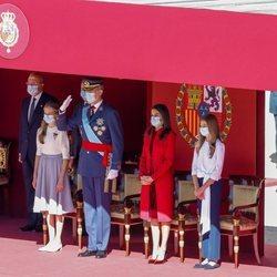 Los Reyes Felipe y Letizia, la Princesa Leonor y la Infanta Sofía en la Tribuna Real en el Día de la Hispanidad 2020