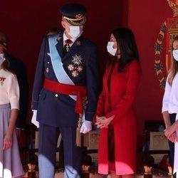 Los Reyes Felipe y Letizia hablan en presencia de la Princesa Leonor y la Infanta Sofía en el Día de la Hispanidad 2020