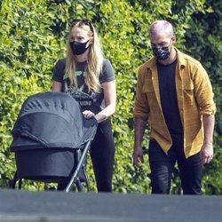 Sophie Turner y Joe Jonas pasean con su hija Willa