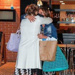 Mila Ximénez y María Patiño se abrazan tras su discusión